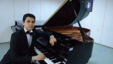 Piyano Karahisar Kalesi Yıkılır Gelir Çocuk Piyanist Küçük Mini Minik Ufak Müzisyen Çocuğu Çocuklar