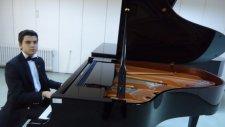 Ah Bir Ateş Ver Cigaramı Yakayım Çocuk Piyanist İle Solo Enstrumantal Akustik Piyano Resital Küçük 2