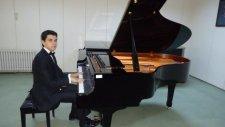 Divane Aşık Gibi Dolaşırım Yollarda Piyano İle Anlamlı Romantik Karadeniz Türküsü Kemençe Piyano Tür
