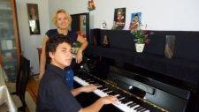Güz Gülleri Gibiyim Çocuk Piyanist İle Fantezi Müzik Piyano Küçük Minik Çocuklar Müzisyen Yetenek Hd