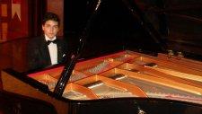 Genç Piyanist Bülbülüm Altın Kafeste Solo Piyano Müzisyen Yetenek Yetenekler Usta Uzman Müzisyen Not