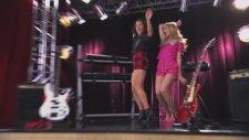 Violetta: Ludmila y Naty cantan ¨Peligrosamente Bellas¨ (Temp 2 Ep 37)