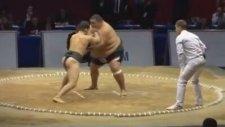 Sumo Güreşçisi Zayıf Adama Karşı