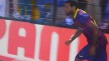 Dani Alves kendisine atılan muzu yedi