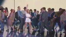 Kylie Minogue – I Was Gonna Cancel (Canlı Performans)