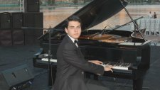 Piyanist Senede Bir Gün Yeter Gel Bana Boğaziçi Boğaz Köprü İçi Köprü İstanbul Fatih Piyano Resitali