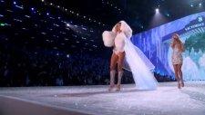The 2013 Victoria's Secret Fashion Show - Taylor Swift Performance