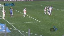 Ibrahimovic kendisine atılan fıstığı yedi!