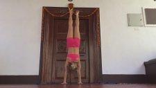 Yoga İn Goa: Handstand To Tittibhasana Demo With Kino
