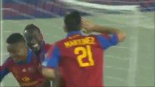 Gol Sevincinde Muz Yiyen Futbolcu Sarı Kart Gördü