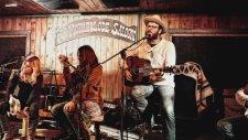Jack Ingram's Acoustic Motel Spotlights Drew Kennedy On The Texas Music Scene