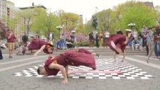 Budist Rahiplerin Dansı İzleyenleri Büyüledi