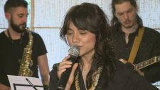 Aylin   The Lucky Charms - Party For Two (Canlı Performans)