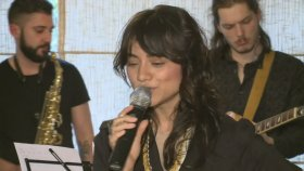Aylin | The Lucky Charms - Party For Two (Canlı Performans)