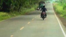 Bodoslama Kamyona Çarpan Motosikletli