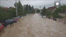 Bosna ve Sırbistan'da Su Taşkınları 30 Can Aldı