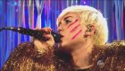 Miley Cyrus - Lucy In The Sky With Diamonds (Canlı Performans)