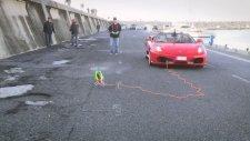 Kumandalı Helikopter ile Ferrari Çekmek