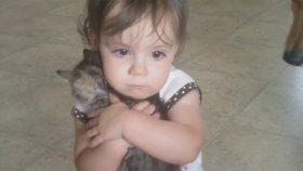 Yavru Kedi Elinden Alınınca Ağlayan Bebek Olivia