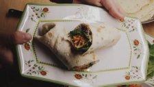 Ton Balık Salatalı Dürüm (Ev Yapımı Dürüm Ekmeği İle)