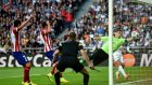 Atletico Madrid Godin'in golüyle finalde 1-0 önde