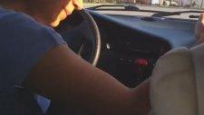 Kızına Araba Sürmeyi Öğreten Anne