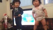 Dünyanın En Güzel Dans Eden Bebeği