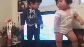 Koreli Bebek Müthiş Dans Ediyor
