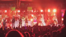 Katy Perry - Roar (Feat. Tegan And Sara At The Hollywood Bowl)