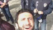 Selfie İle Polisi Bezdiren Eylemci