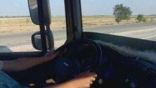 Otobüs Süren Küçük Çocuk