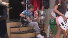 Violetta: Camila Canta ¨ Algo Suena En Mi¨ (Temp 2 Ep 43)