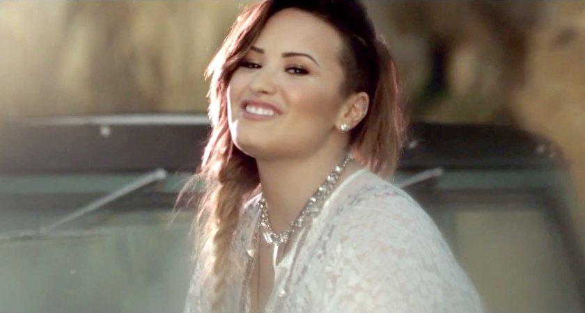 Demi Lovato News on | Demi lovato, Celebridades y Selena |Somebody To You Demi Lovato