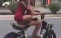 Kızların Elektrikli Bisiklet Kazası