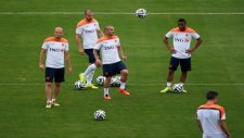 Sneijder, Robben ve RVP üçlüsünden frikik şov!