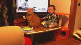 Bu Bebek ve Kedi Efsane Olur