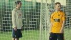 Futbol Topuyla Ronaldo Messi ve Neymar Portresi Çizen Kız