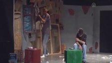 Hükümlüler tiyatro oyunu sahneledi -