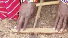 Afrika'da İlkel Şartlarda 3 Dakikada Ateş Yakmak