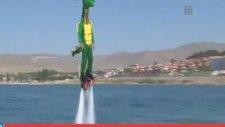 Balkan Flyboard Şampiyonu'ndan Van Gölü Canavarı Kostümlü Gösteri -