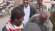 Hindistan'daki Diş Beyazlatma Yöntemi Şaşırttı