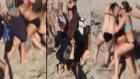 Plajda Birbirine Giren Bikinili Kızlar