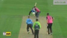 Kriket Oyuncusu Martıyı Böyle Vurdu