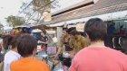 Bangkok'ta Buzlu Çay Hazırlanması
