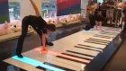 Dokunmatik  Piyanoyu Ayaklarıyla Çalıyorlar :)))