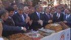 Cumhurbaşkanı Gül, Gümüşhane'de Basın Mensuplarına Pestil İkram Etti