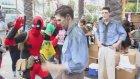 Comic-Con'u Trolleyen Deadpool
