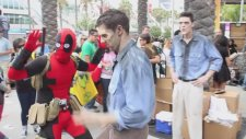 Comic-Con'u Trolleyen Deadpool