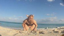 Beach Yoga Dwi Pada Sirsasana