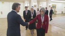 """Cumhurbaşkanı Gül'den Bilim Olimpiyatları Şampiyonlarına: """"Aranızdan Dünya Çapında Takdir Edilen Kiş"""